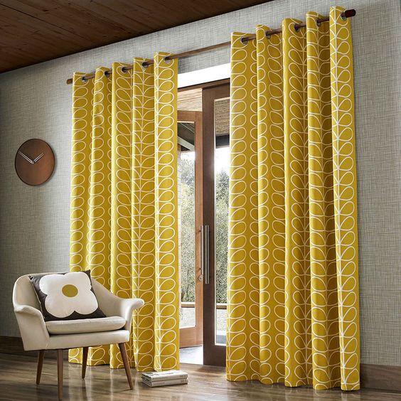 Decoración con cortinas amarillas
