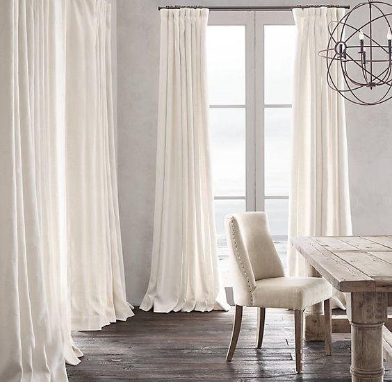 Decoración de cortinas blancas